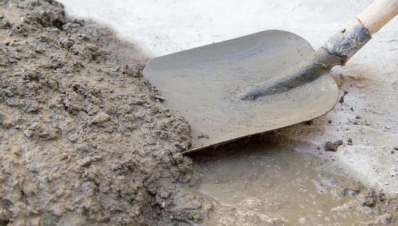 Reparación de pisos de hormigón con cemento rápido