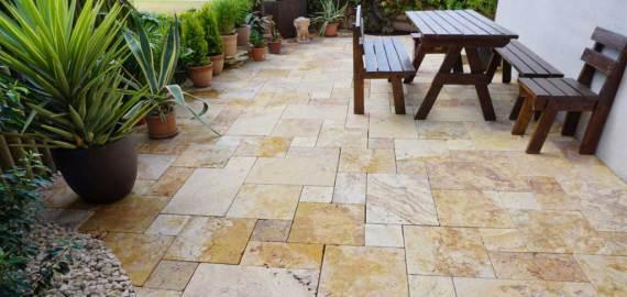 suelo en piedra natural para terraza